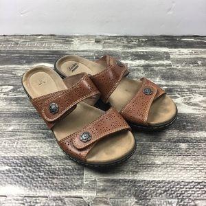 Clark's Cushion Soft Size 7.5 Brown Shoes Sandals